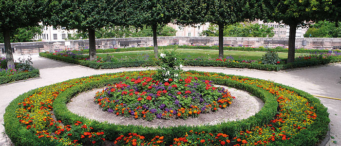 Picture: Circular flowerbed on the lower bastion